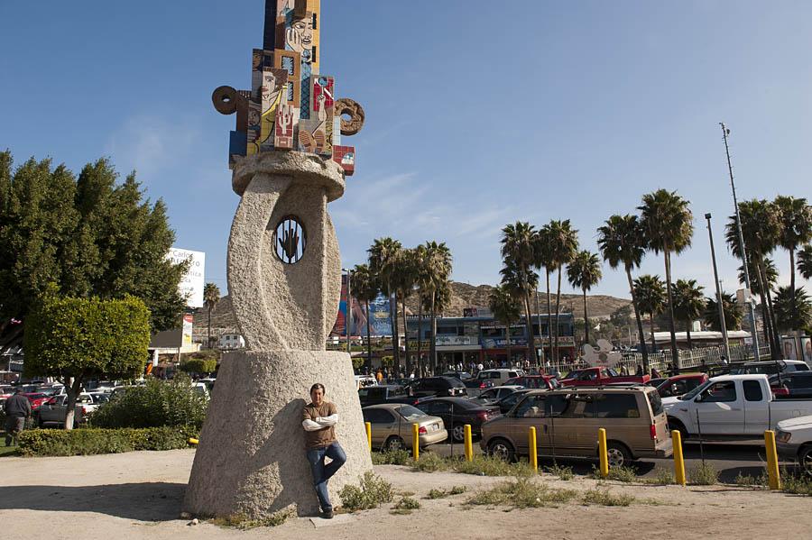 Oscar Ortega, sculptor, Tijuana. @ Stefan Falkehttp://www.stefanfalke.com/