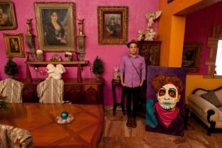 Performance artist Artierra Entonada in Nuevo Laredo.